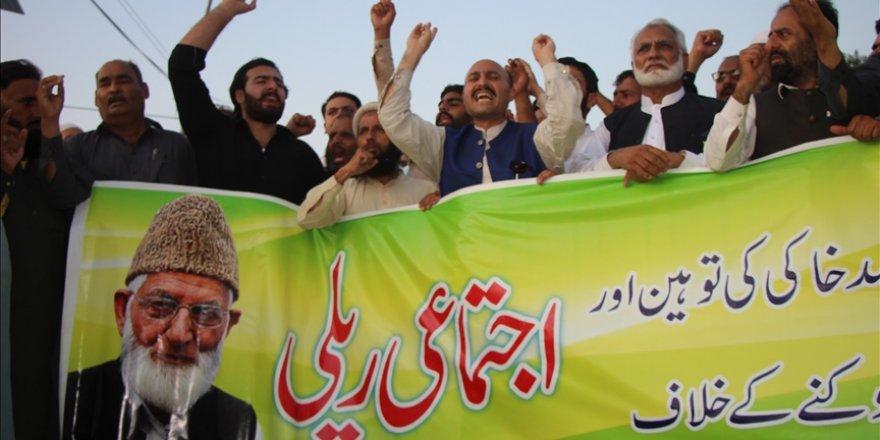 İşgalci Hint güçlerinden Keşmir'in önde gelen lideri Geylani'nin ailesine tehdit