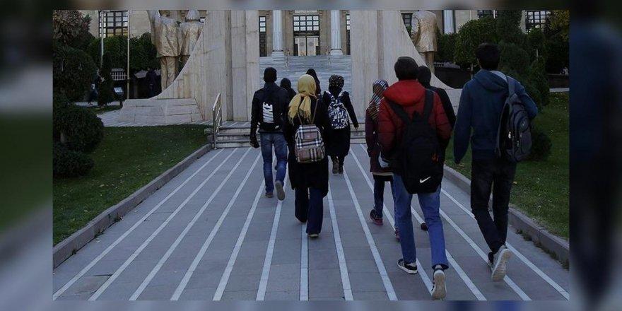 Irkçı kafa yabancı öğrencilere de karşı
