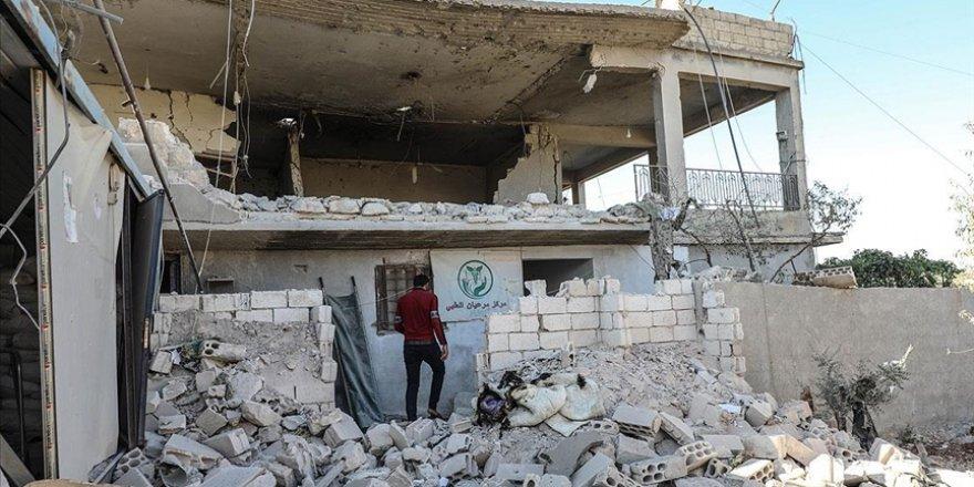 Katil Esed İdlib'de sağlık merkezine saldırdı