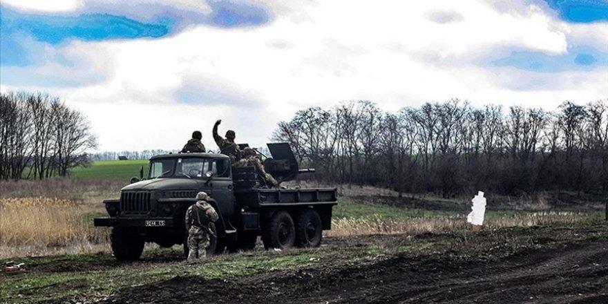 Donbas'ta işgalci Rusya yanlısı gruplar Ukrayna askerlerine saldırdı