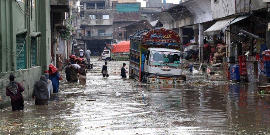 Pakistan'da aşırı yağışların yol açtığı afet ve kazalarda ölenlerin sayısı 18'e yükseldi