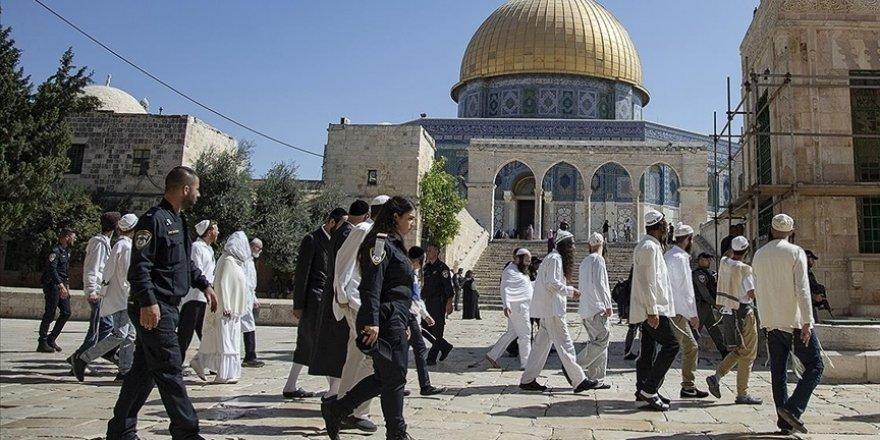 Siyonist yerleşimcilerden Mescid-i Aksa'ya baskın