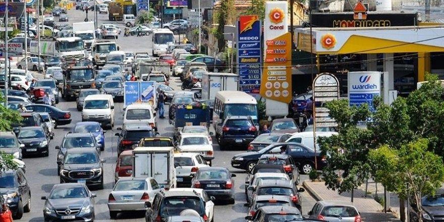 Lübnan'da akaryakıt istasyonlarının yüzde 90'ı kapalı