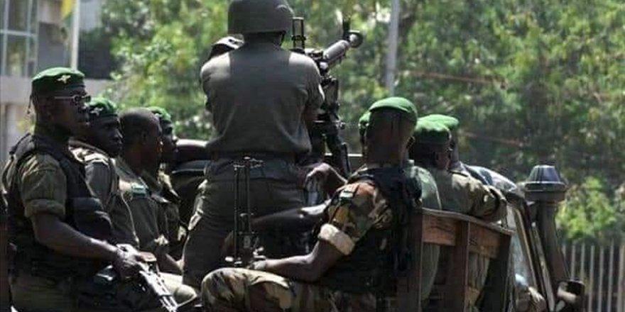 Gine'de darbe sonrası cunta destekli hükümet kuruluyor
