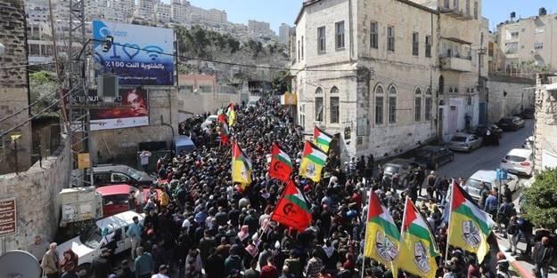 Siyonist İsrail askerlerinden Filistinlilere saldırı! Yüzlerce yaralı var