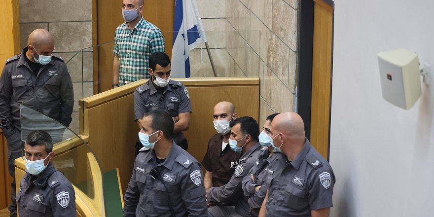 Siyonist mahkeme hapisten kaçtıktan sonra yakalanan 2 Filistinlinin gözaltı süresini uzattı