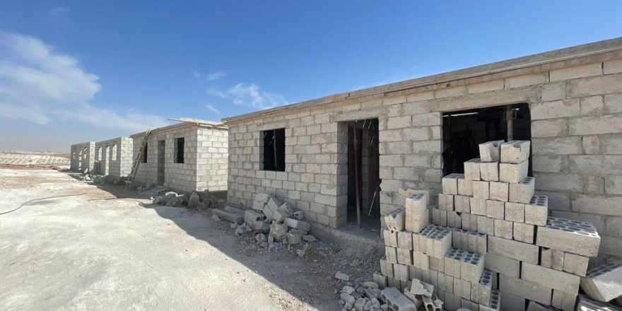 Fukara Derneği İdlib'de briket ev yapımına devam ediyor