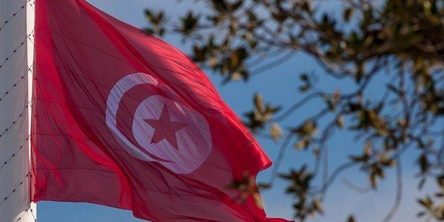 Tunus'taki 4 siyasi: 'Cumhurbaşkanı meşruiyetini yitirdi'