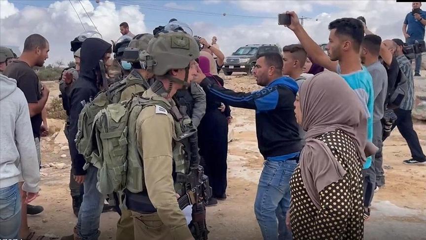 Yahudi yerleşimciler Batı Şeria'da Avrupalı büyükelçilerin ziyareti sırasında Filistinlilere saldırdı