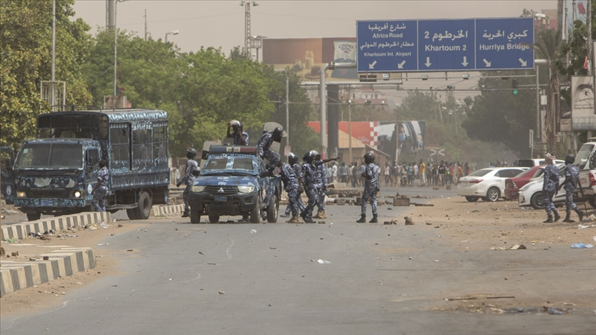 Sudan'da hükümet karşıtları Port Sudan'ın ardından Kesele havaalanını da kapattı