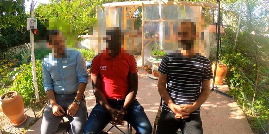 Kamerunlu göçmen, beraberindeki 2 kişiyle Yunan güvenlik güçlerince denize atıldıklarını söyledi