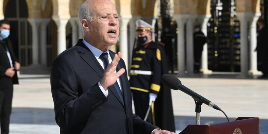 Tunus da dikta rejimleri zincirinin bir halkasına dönüşür mü?