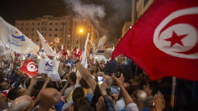 Tunus cumhurbaşkanı iktidarını genişlettikçe darbe korkuları büyüyor