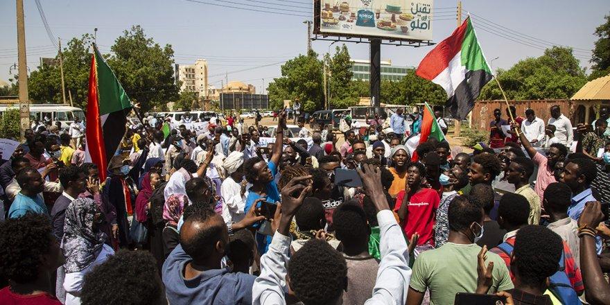 Sudan'da sivil yönetim talebi içerikli gösteri