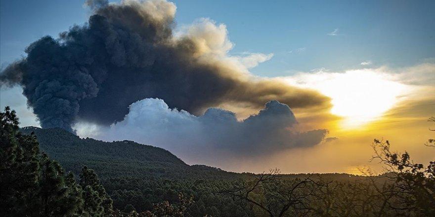 Cumbre Vieja Yanardağı'nın lavları La Palma Adası'nda 800 kişiyi daha evlerinden etti