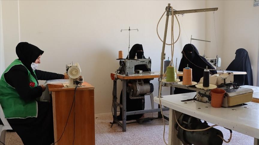 İHH, Afrin'e yetim annelerini istihdam için dikiş ve nakış atölyesi açtı