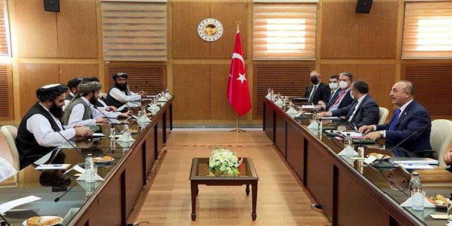 """Çavuşoğlu Taliban heyetiyle görüşmelere """"Bismillah"""" diyerek başladı"""
