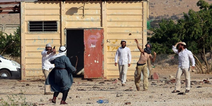 Siyonist yerleşimciler zeytin toplayan Filistinlilere saldırdı: 3 yaralı