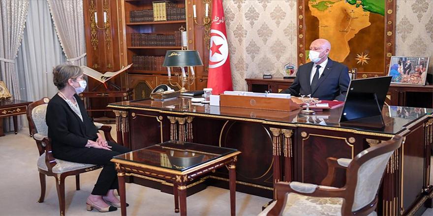 Tunus'ta darbe hükümeti Meclisin kapatıldığı bir ortamda yemin edip göreve başladı
