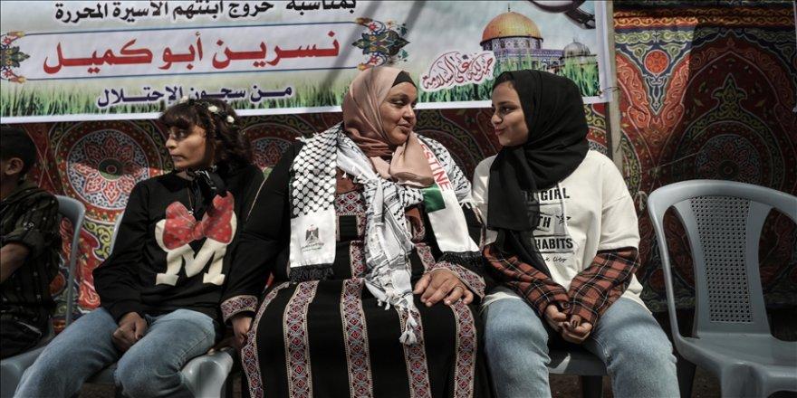 Filistinli anne fotoğraf çektiği için evlatlarından 6 sene ayrı kaldı!