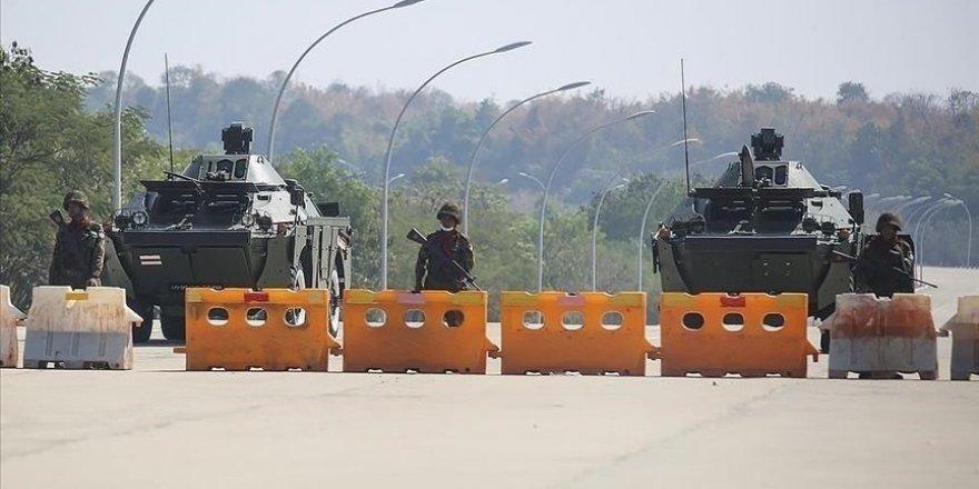 Myanmar'da darbeci ordunun darbe karşıtlarına yönelik şiddeti sürüyor