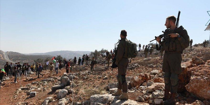 Siyonist yerleşimciler zeytin toplayan Filistinlilere saldırdı