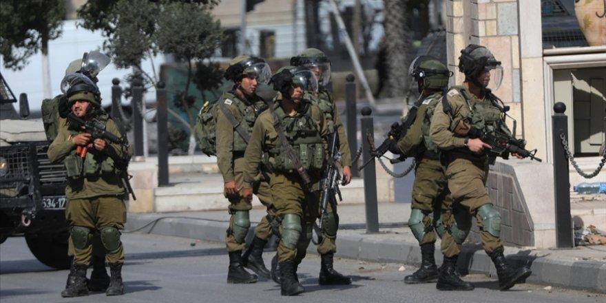 Siyonist işgal güçleri ikisi çocuk 13 Filistinliyi gözaltına aldı