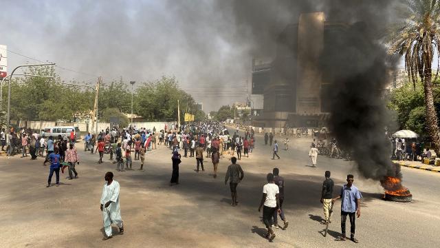 Sudan'da darbe karşıtı gösteriler sürüyor: 21 kişi yaralandı