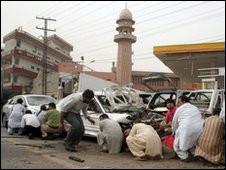 Pakistan'da İki Camiye Bombalı Saldırı: 76 Ölü