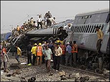 Hindistan'da Trenlere Sabotaj: 71 Ölü