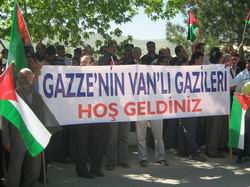 Vanlılar Gazze Gazilerini Karşıladı