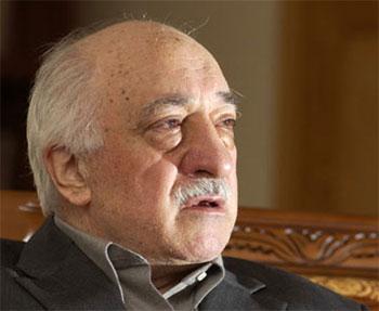 """Fethullah Gülen Bir Numaralı """"Firari"""" Şüpheli"""