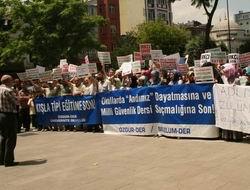 """Fatih'te """"Okullarda Irkçı-Militarist Dayatmaya Son!"""" Eylemi"""