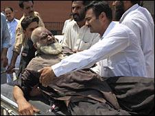 Pakistan'da Bombalı Katliam: 102 Ölü
