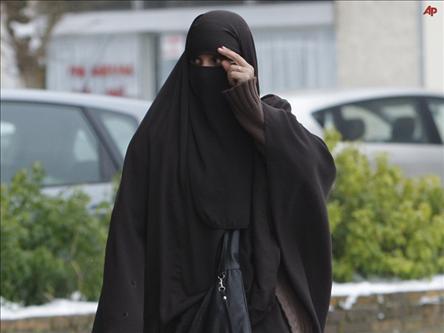 Burka Yasağı ve Sekülerizme Suçüstü