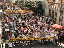 """Taksim'de Kardeşlik Eylemi: """"Silahları Susturun!"""""""