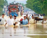 Pakistan'daki sellerden 400 bin kişi etkilendi