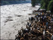 Pakistanda Sellerde Ölü Sayısı 1100ü Aştı