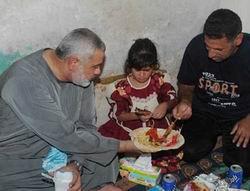 Heniyye, İftarını Mülteci Kampında Açtı
