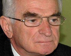Önder Sav Koltuğunu Süheyl Batuma Bıraktı