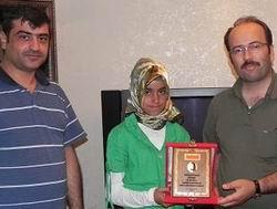 Başörtüsü Direnişçisi Ece Nur'a Plaket