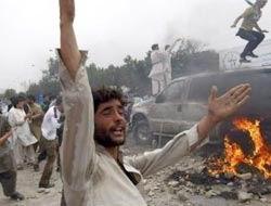NATO Bombardımanı 10 Afganı Daha Katletti