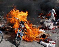 Pakistanda Kanlı Cuma: 60 Ölü