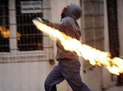 Boykotçulardan Molotoflu Saldırılar...