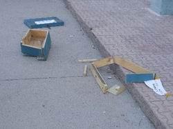 Oy Sandığını Pencereden Atıp Parçaladılar