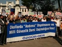 """İstanbul'da Protesto: """"Irkçı, Kemalist Müfredata Son!"""""""