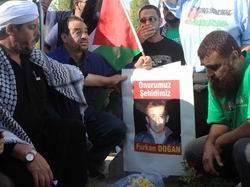 Gazze Konvoyu Furkan Doğanın Mezarında