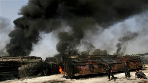 Pakistan'da 20 NATO Tankeri Daha Yakıldı