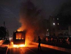 Karaçi Yanıyor, Şiddet Durmuyor