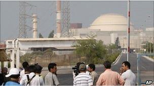 İran İlk Nükleer Tesisine Yakıt Yüklemeye Başladı